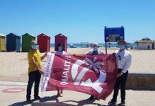 Colomer entrega las banderas Qualitur en las playas de València y Alboraya