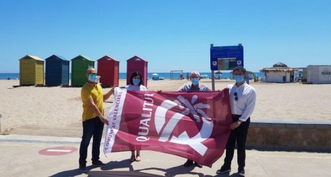 Colomer entrega les banderes Qualitur a les platges de València i Alboraia