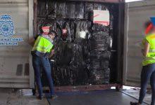 Desarticulen una xarxa de contraban de tabac i confisquen 900.000 paquets en el Port de València