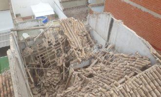 Evacuadas varias viviendas tras hundirse el techo de una casa en Riba-roja