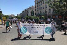 Metges protesten a València contra la seua