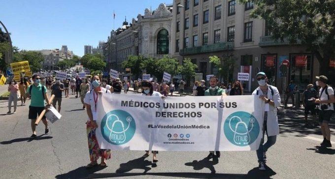 """Metges protesten a València contra la seua """"precarietat"""": """"No ens donen les mans per a assistir a tots els pacients"""""""