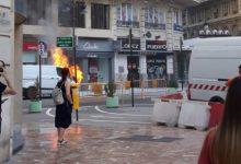 Crema una furgoneta aparcada en el centre de València