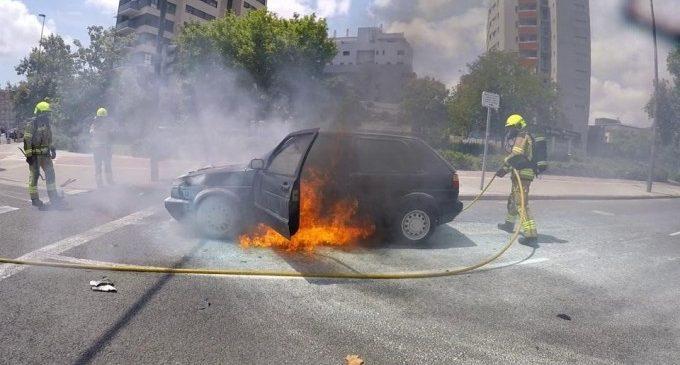 Crema un cotxe en la ronda nord