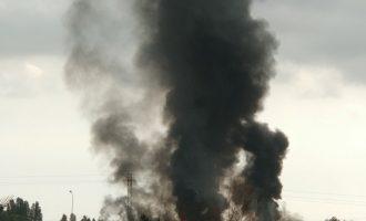 Incendi en una empresa industrial al polígon d'Aldaia