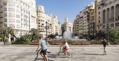 La plaza del Ayuntamiento de València se convierte en el epicentro de la Semana de la Movilidad