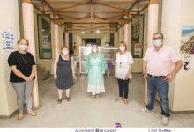 La campanya de prevenció del càncer de pell de l'AECC atén més de 40 persones durant la segona visita a Gandia