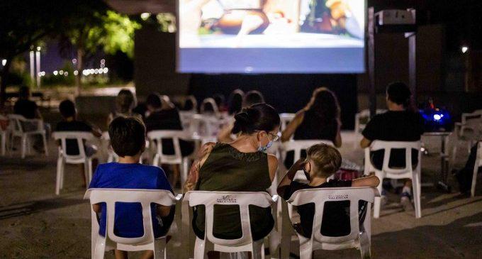 Més de 1.500 espectadors al Cinema Solidari d'Estiu de Gandia