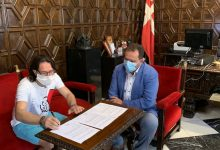 L'Ajuntament de Sueca i Arrima't ratifiquen el conveni que regulava la confecció de mascaretes per part d'ADOPS