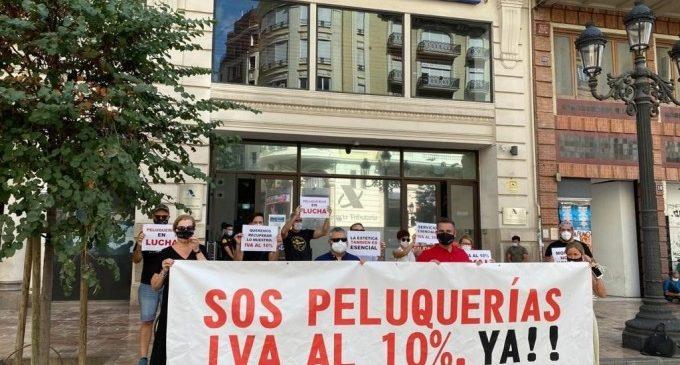 Perruqueries arranquen a València protestes per a la reducció de l'IVA al 10% davant l'amenaça de tancament de 16.000 salons