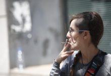 La Comunitat Valenciana estudia prohibir fumar en la via pública com a Galícia