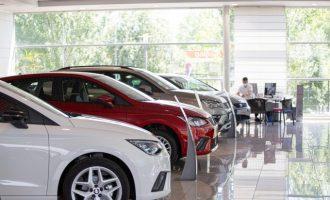 Detingut per vendre un cotxe en un concessionari amb 60.000 km alterats