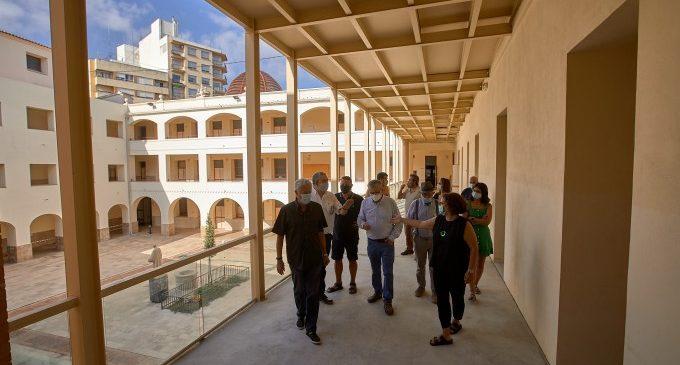 Gandia sustituye por hormigón el pavimento de las estructuras de hierro del primer piso de las Escuelas Pías