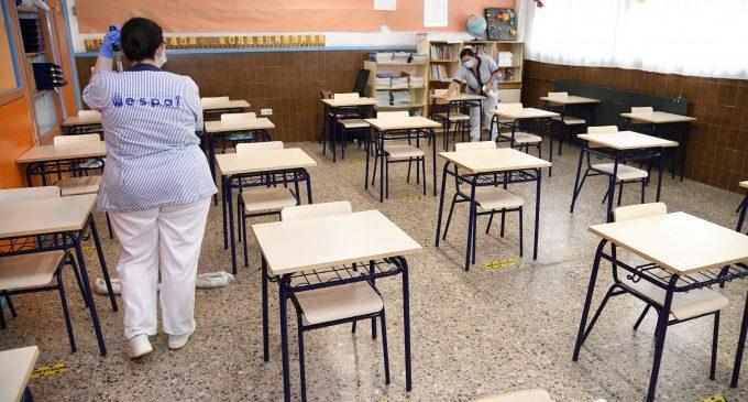 Los centros educativos abren sus puertas cuando entran en vigor las nuevas restricciones