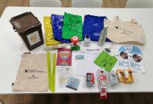 Famílies valencianes reben el kit de Llars Verdes per a adoptar hàbits domèstics sostenibles