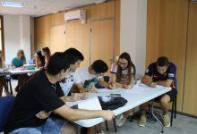 La Generalitat ofereix 500 euros al mes durant un any a joves que preparen oposicions