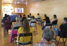 L'Escola de Feminisme de Catarroja recupera el seu format presencial amb la visita de 'Feminista Ilustrada'