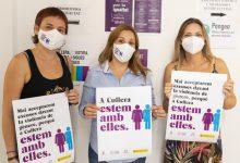 Cullera reparteix mascaretes contra la pandèmia de la violència masclista