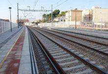 Una avaria d'un tren en un tram en obres ocasiona retards de més d'una hora entre València i Barcelona
