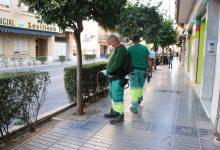 L'Ajuntament de Torrent aplica el nou tractament d'endoteràpia en els tarongers de Bisbe Benlloch i Gómez Ferrer
