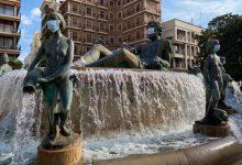 València posa mascaretes a les escultures de la ciutat per a conscienciar sobre el seu ús enfront de la Covid-19