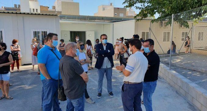 Visita el nou aulari prefabricat del col·legi Carrasquer de Sueca per a comprovar l'estat de les obres