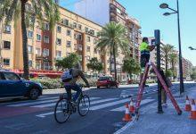 Mobilitat sostenible instal·la descontadors i avisadors acústics en 18 passos de vianants