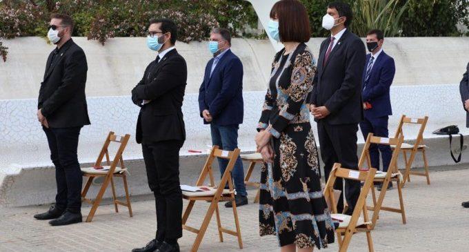 Diana Morant acompanya a un supervivent de Gandia de la covid-19 a l´acte d´homenatge a les víctimes valencianes de la pandèmia
