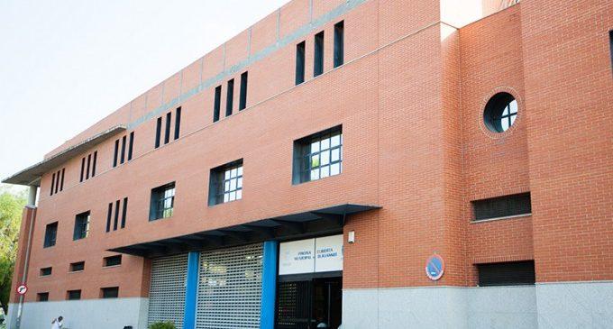 La renovació dels vestuaris de la Piscina Coberta de Burjassot ja està en marxa