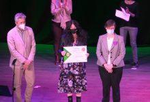 La historiadora Ester Alba rep el premi al Treball per la Igualtat 2020 de la Pobla de Vallbona
