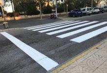 La Concejalía de Movilidad Sostenible realiza trabajos de repintado y reposición de pasos de peatones en Llíria