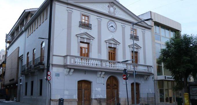 Avancen les obres de reforma de la façana de la Casa de la Cultura de Torrent