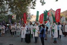 """Sanitaris es concentren a València davant les """"manques"""" en els centres: """"És hora d'invertir en salut i cures"""""""
