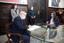 Ajuntament i Generalitat signen un conveni per a l'acollida de migrants