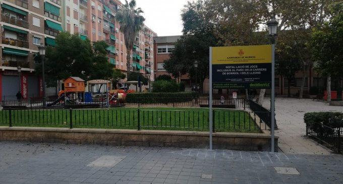 Comença la instal·lació d'una zona de jocs inclusius al barri d'Aiora