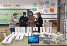 La regidoria d'educació de València distribueix tauletes digitals entre els col·legis municipals i l'alumnat en situació de vulnerabilitat