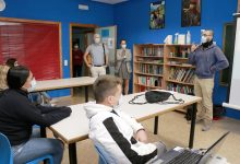 «Apuesto mi vida», un taller per a previndre l'addicció als jocs «online» en Puçol