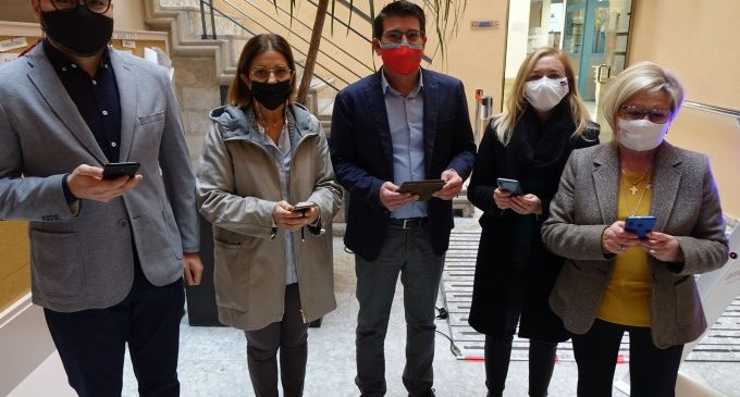 """El alcalde y los portavoces municipales votan en """"Ontinyent Participa"""""""