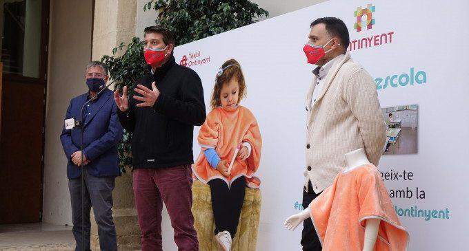 """Ontinyent crea la """"Mantaescola"""" per protegir a l'alumnat del fred a les aules davant la ventilació anticovid"""