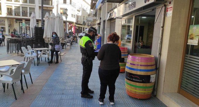 La Policia Local de Sueca informa els negocis d'hostaleria sobre la nova normativa de Covid-19