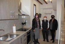 Paula Soler destaca l'habitatge d'ADIEM al Poble Nou com a mostra de l'aposta d'Ontinyent per atendre als sectors desafavorits