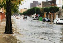 Varias calles de València quedan anegadas por las fuertes lluvias