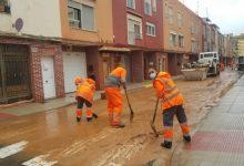 Continúa la limpieza en las calles y caminos más afectados de Alzira