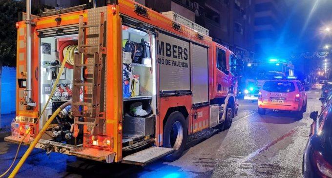 Bombers sufoquen un incendi en un habitatge a Paiporta