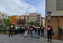 """Famílies de residents de Velluters protesten contra la seua adjudicació a DomusVi: """"Els nostres majors no són un negoci"""""""