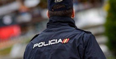 Detingut un home després d'intentar cremar a la seua exparella i al seu actual nuvi amb un líquid inflamable