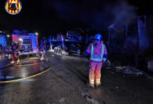 Un incendi afecta dos camions estacionats a Catarroja