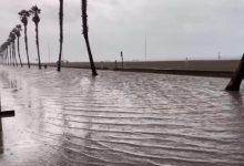 El temporal inunda el passeig marítim de la Patacona