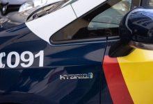 La Policia alça 22 actes a joves per incomplir distàncies i no portar màscares en una plaça de València