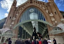 La vidriera del mercat de Colón ja llueix